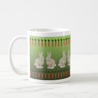 Conejos y zanahorias taza básica blanca
