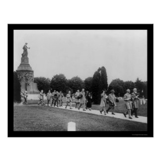 Confederate Veterans at the Memorial 1914 Print