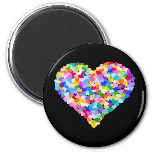 Confeti del corazón del arco iris imán redondo 5 cm