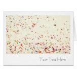 Confeti en blanco toda la tarjeta de felicitación