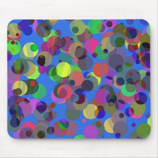 Confetis coloridos sobre azul alfombrilla de ratón