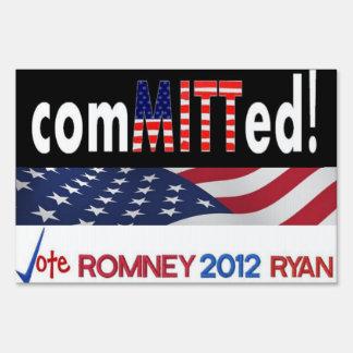 confiado a la muestra de la yarda de Mitt Romney