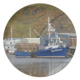 Confianza, barco de pesca del cangrejo en puerto h plato de cena