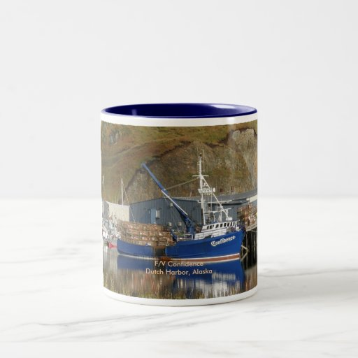 Confianza, barco del cangrejo en el puerto holandé taza de café