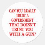 Confianza blanca del gobierno usted con el arma etiqueta