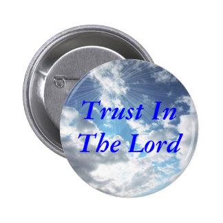 Confianza en el Pin del botón del señor cielo azul