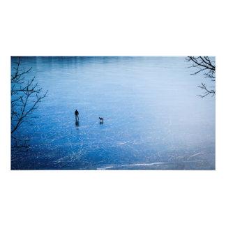 confianza en un lago congelado fotografías