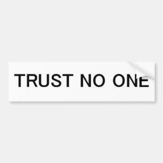 Confianza nadie etiqueta de parachoque
