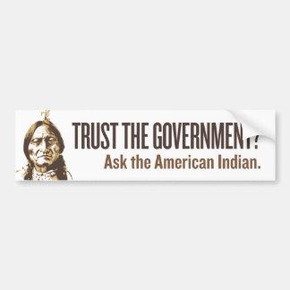 Confíe en al gobierno - ironía pegatina para auto