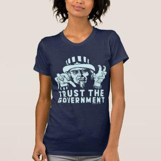 Confíe en la camisa del gobierno