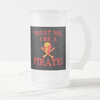Confíe en que I sea camisetas y tazas de un pirata