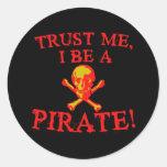 Confíe en que I sea camisetas y tazas de un pirata Pegatinas Redondas