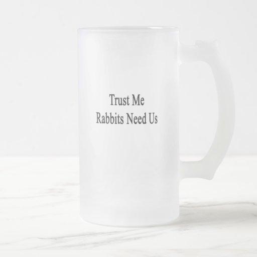 Confíe en que los conejos nos necesita taza cristal mate
