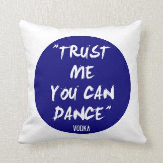 Confíe en que usted puede bailar - la vodka cojín