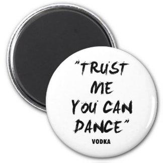 Confíe en que usted puede bailar - la vodka imán redondo 5 cm