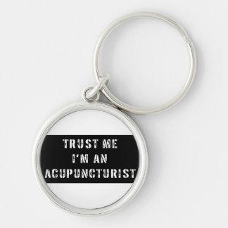 Confíe en que yo es Acupuncturist Llavero Redondo Plateado