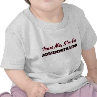 Confíe en que yo es administrador camiseta