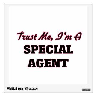 Confíe en que yo es agente especial
