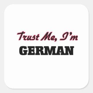 Confíe en que yo es alemán calcomanías cuadradass personalizadas