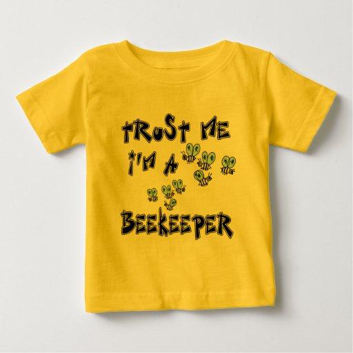Confíe en que yo es apicultor playera de bebé
