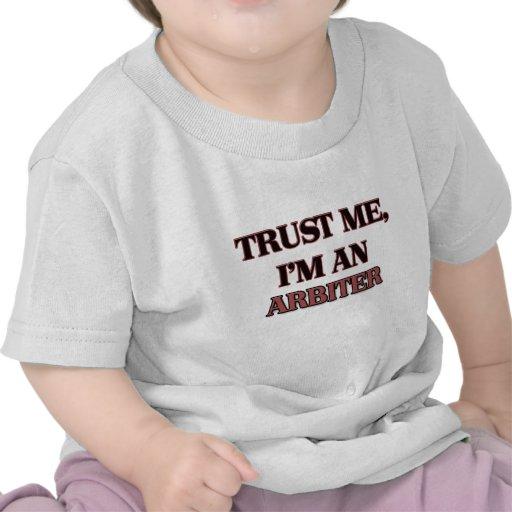 Confíe en que yo es árbitro camisetas