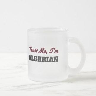 Confíe en que yo es argelino tazas de café