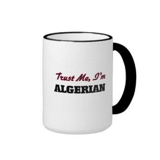 Confíe en que yo es argelino tazas