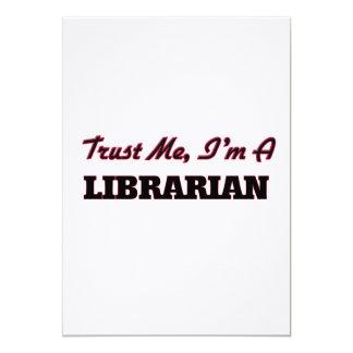 """Confíe en que yo es bibliotecario invitación 5"""" x 7"""""""