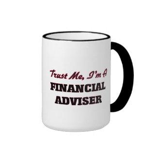 Confíe en que yo es consejero financiero taza de dos colores