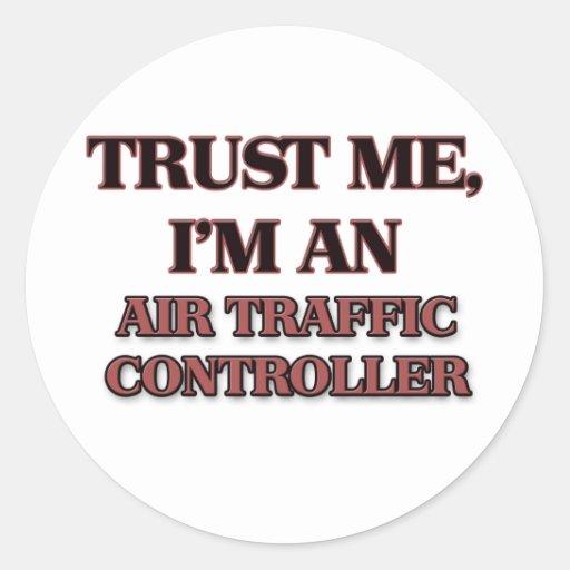 Confíe en que yo es controlador aéreo etiqueta redonda
