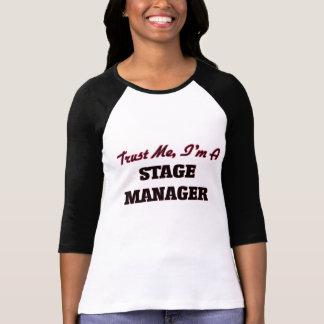 Confíe en que yo es director de escena camiseta