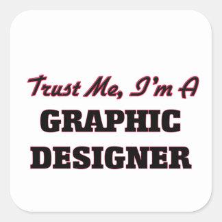 Confíe en que yo es diseñador gráfico pegatina cuadrada