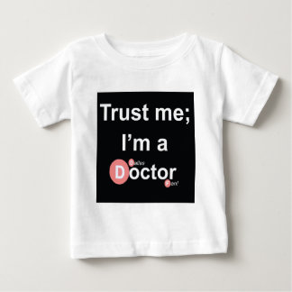 Confíe en que yo es doctor de a (Dallas) (fan) T-shirts