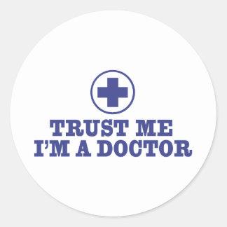 Confíe en que yo es doctor pegatina redonda