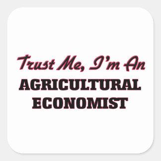 Confíe en que yo es economista agrícola pegatina cuadrada