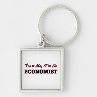 Confíe en que yo es economista llaveros personalizados