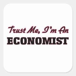 Confíe en que yo es economista pegatina cuadrada