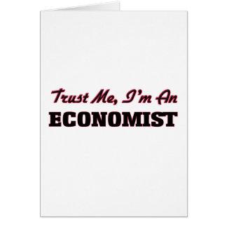 Confíe en que yo es economista tarjeta de felicitación