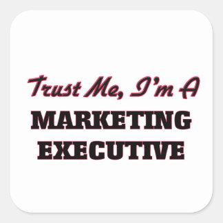 Confíe en que yo es ejecutivo de marketing pegatina cuadrada