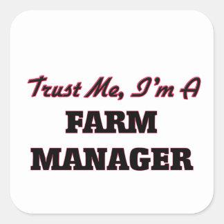 Confíe en que yo es encargado de la granja calcomanías cuadradass