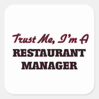 Confíe en que yo es encargado del restaurante pegatina cuadrada