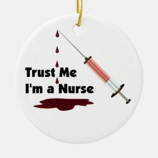 Confíe en que yo es enfermera ornamento para arbol de navidad