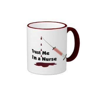 Confíe en que yo es enfermera taza
