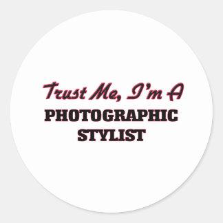 Confíe en que yo es estilista fotográfico pegatina redonda
