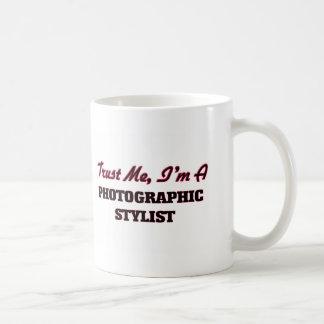 Confíe en que yo es estilista fotográfico taza básica blanca