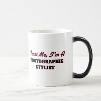 Confíe en que yo es estilista fotográfico taza mágica