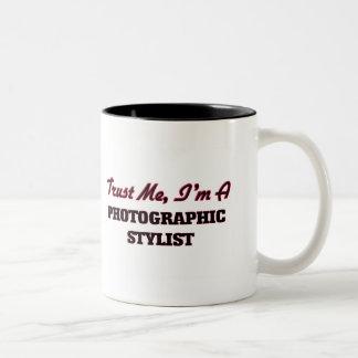 Confíe en que yo es estilista fotográfico taza dos tonos