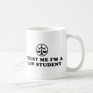 Confíe en que yo es estudiante de Derecho Tazas De Café