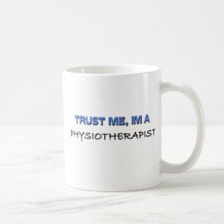 Confíe en que yo es fisioterapeuta tazas