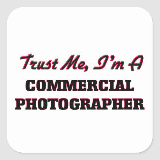 Confíe en que yo es fotógrafo comercial calcomanía cuadradase